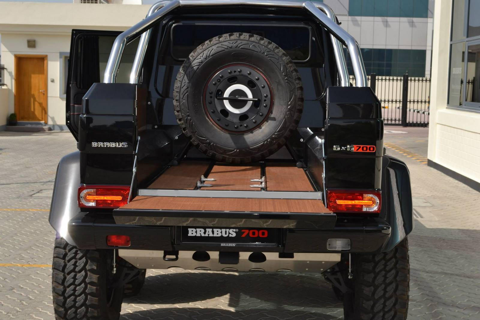 Monster on six wheels brabus b63s for Six wheel mercedes benz