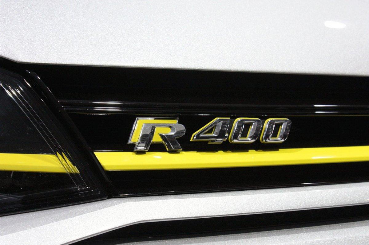 2017 Golf R400 >> 2017 Volkswagen Golf R400 Caught In The Flesh