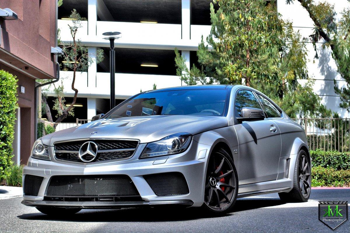 Amg c63 black series does wicked burnout - Mercedes benz garage london ...