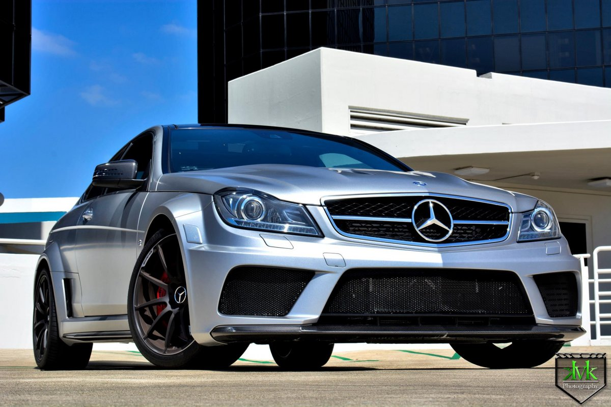 amg c63 black series does wicked burnout. Black Bedroom Furniture Sets. Home Design Ideas