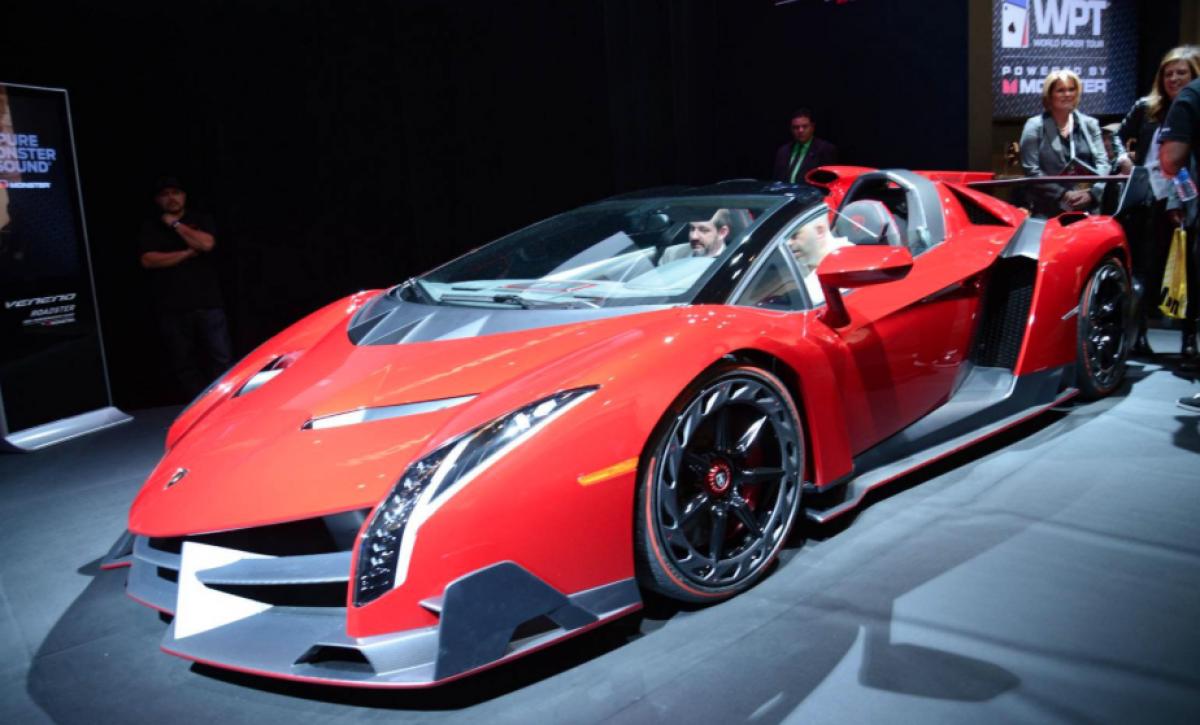 Sly Matte Black Lamborghini Veneno Roadster Caught on Camera