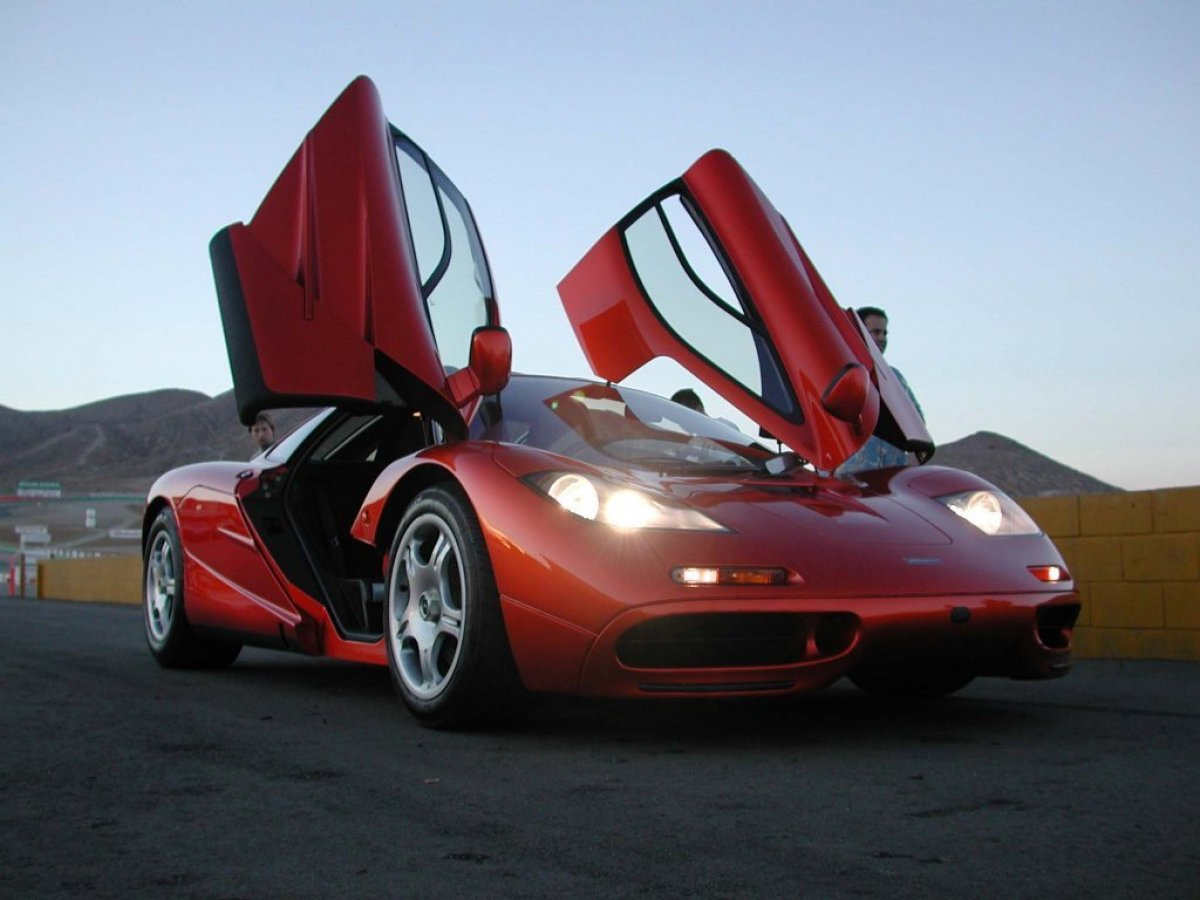 Legendary Mclaren F1 Vs Monstrous Bugatti Veyron