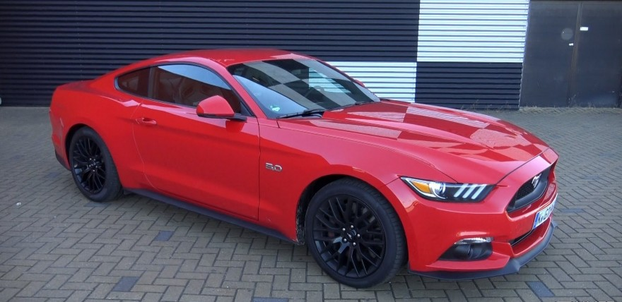 2015 ford mustang v8 put through the paces. Black Bedroom Furniture Sets. Home Design Ideas