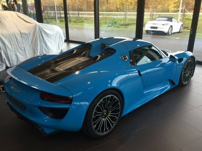 beautiful blue porsche 918 spyder. Black Bedroom Furniture Sets. Home Design Ideas