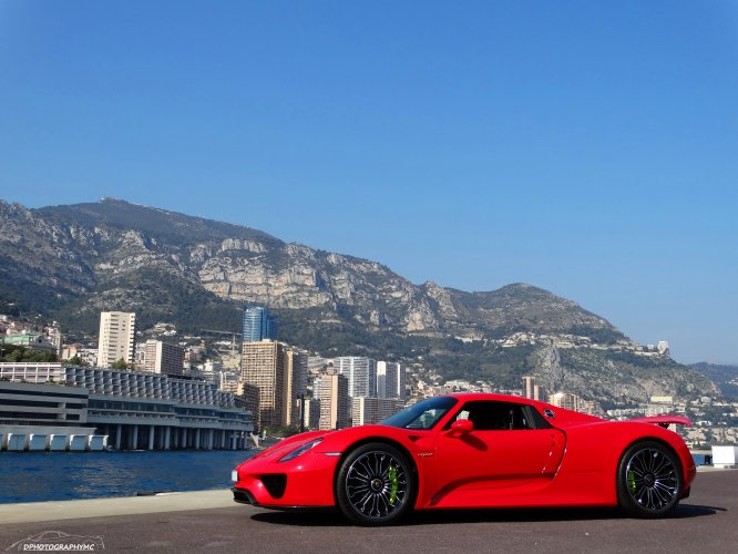 stunning red porsche 918 spyder in monaco. Black Bedroom Furniture Sets. Home Design Ideas