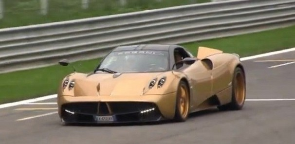 Pagani Huayra dressed in Gold - Track Killer