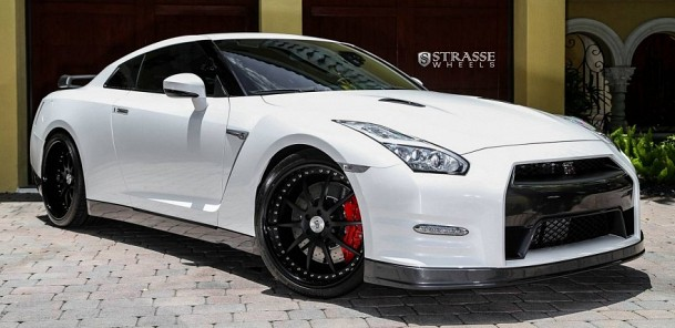 2015 Nissan GT-R Black Edition on Strasse Wheels