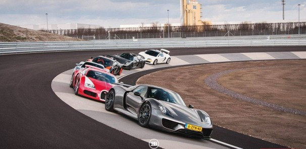 Picking up two Porsche 918 Spyders by three Bugatti Veyrons