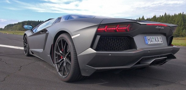 Brutal Sounds from the Lamborghini Aventador LP700-4 Roadster Pirelli Edition